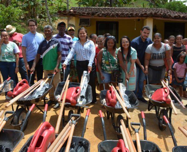 distribuição kits hortas Engenho Pindoba