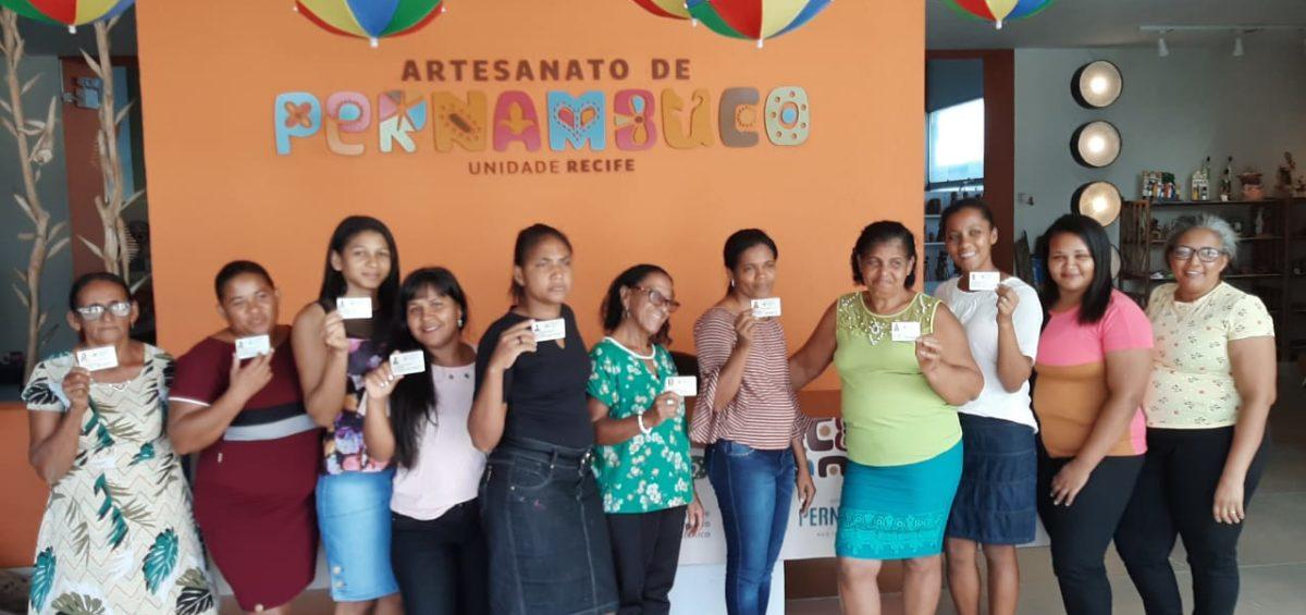 Empreendedoras do Engenho Caetés vão até o Recife para retirar carteira de artesã